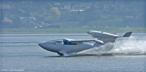 Lisa Airplanes, Akoya landt op water