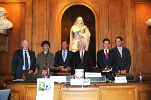 Philippe Taquet (Académie des Sciences), François Hammer, HM Ambassadeur Hugo Siblesz, Daniel Ricquier (Académie des Sciences), Moerdijk en Albert van den Berg (KNAW)