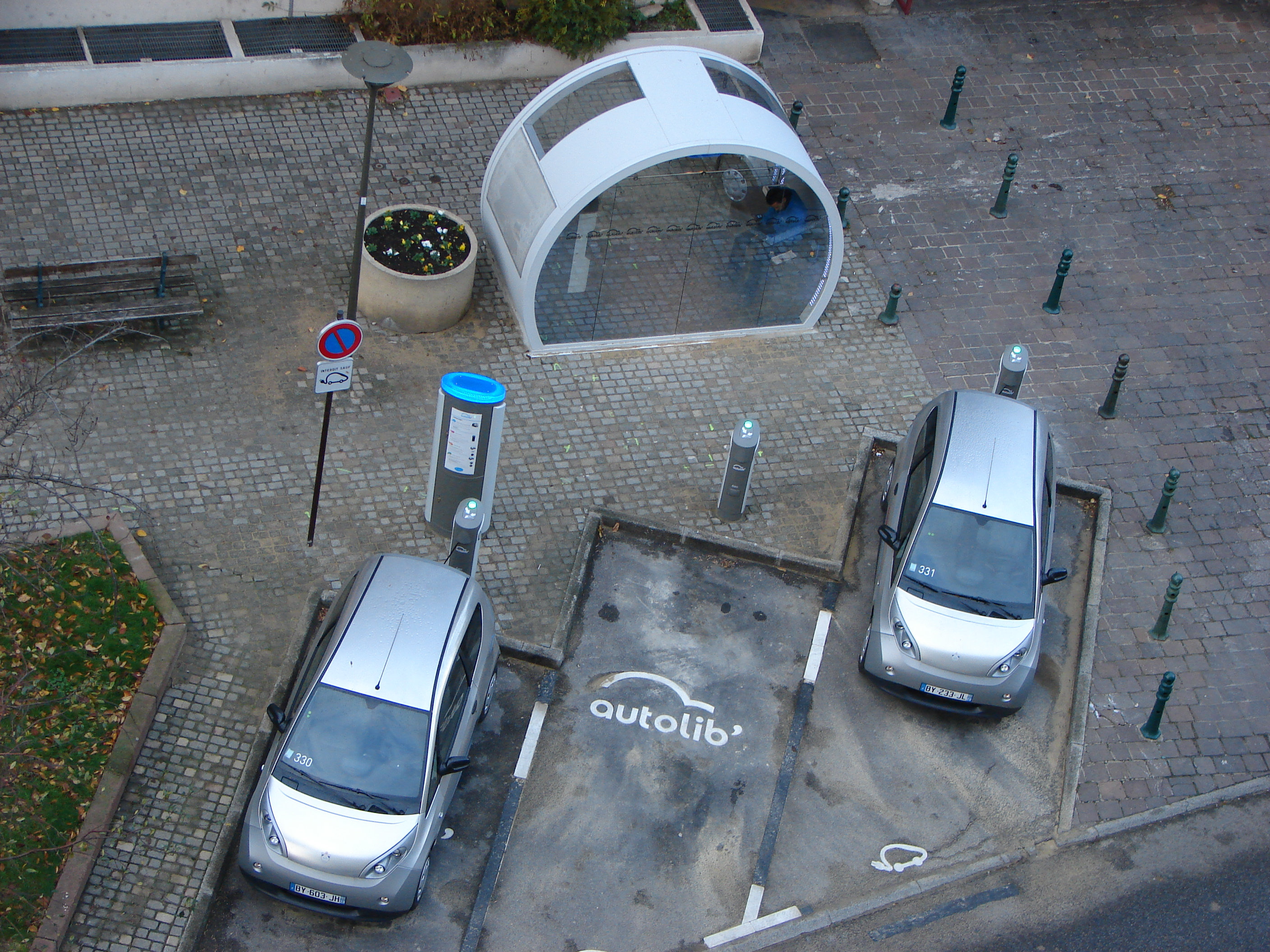 Autolibstation in Suresnes. Copyright: Copyleft