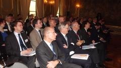 Een volle zaal op de residentie van de ambassadeur in Parijs