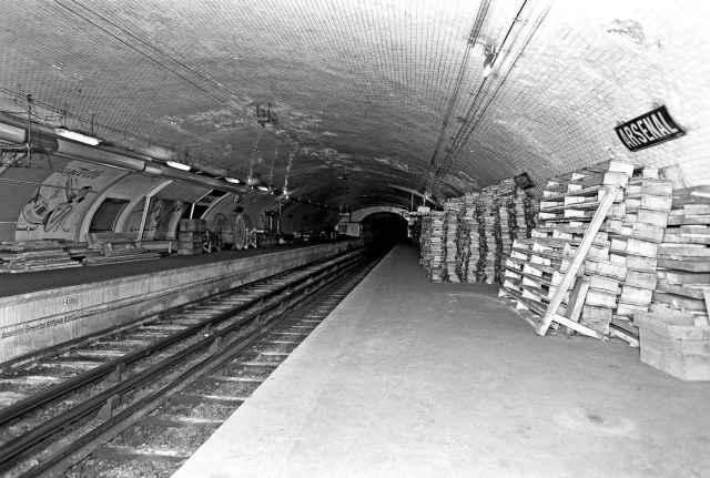 Het verlaten metrostation Arsenal, Parijs > Beeld RATP