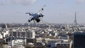Drone vliegend boven Parijs (Foto: Dominique FAGET/AFP)