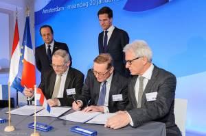 Ondertekening MoU tussen IAR en BiobasedDelta ondertekening, januari 2014